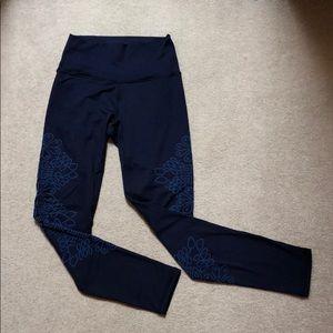 Navy Aerie leggings w/ cute blue design!